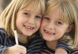photo-jumelles-monozygotes