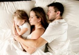 sommeil-famille-bebe-photo