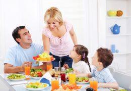 photo-repas-en-famille-enfants